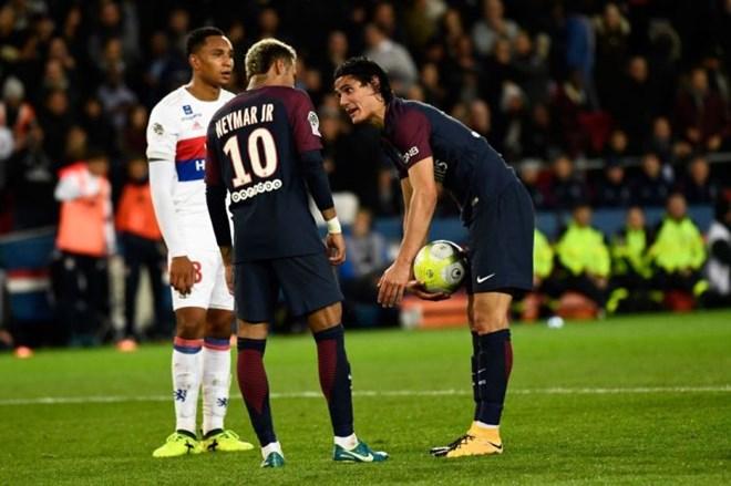 Cavani quyết không nhường Neymar đá 11m