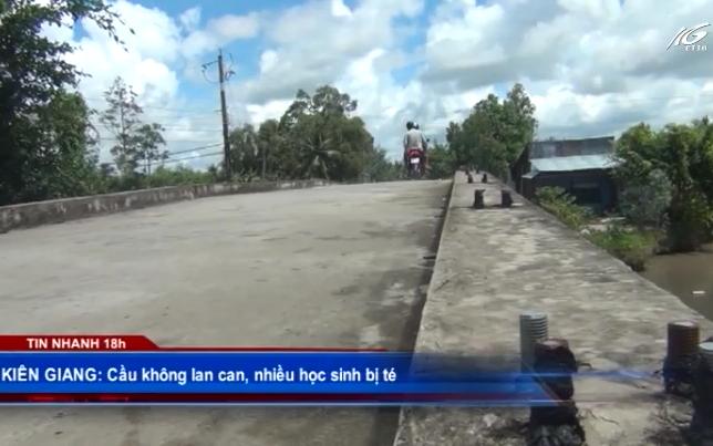 Cầu không lan can, nhiều học sinh bị té