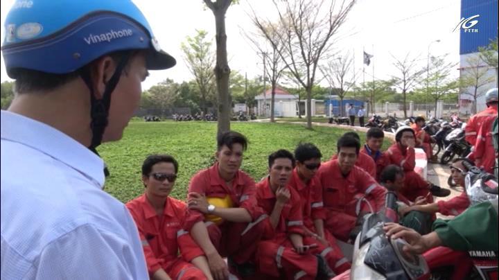 Hàng trăm công nhân lãn công vì chậm lương