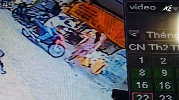 Truy tìm tên cướp giật dây chuyền giữa chợ Long Hồ