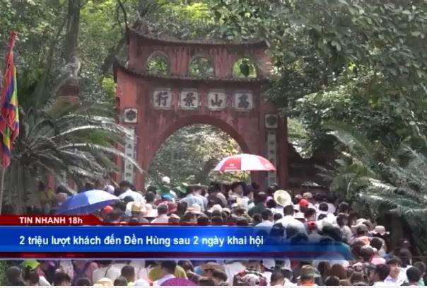 2 triệu lượt khách đến Đền Hùng