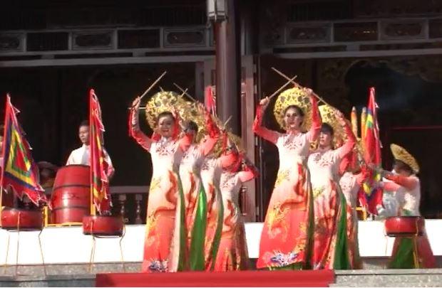 Lễ dâng hương Quốc tổ Hùng Vương