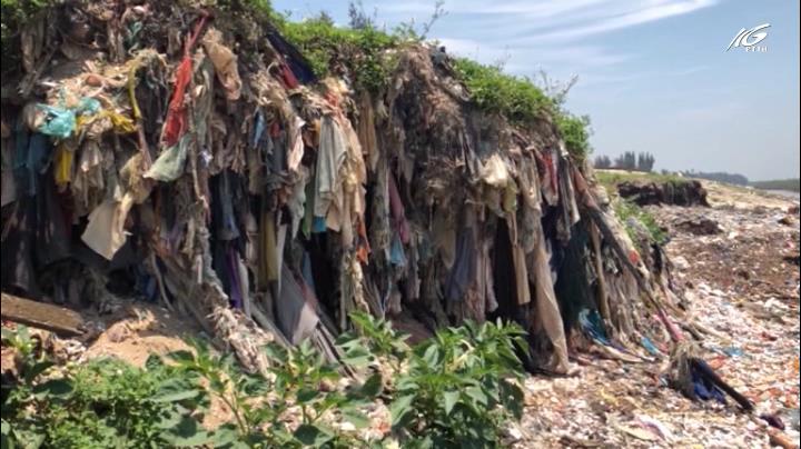 Biển Hậu Lộc, rác ngập tới cổ