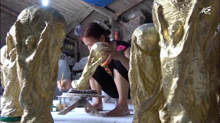 Chiêm ngưỡng cúp vàng WC bằng thạch cao