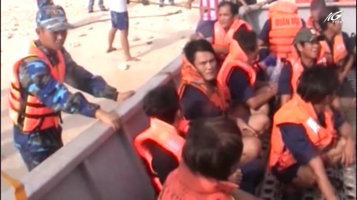 Đưa 31 ngư dân bị nạn trên biển vào bờ an toàn