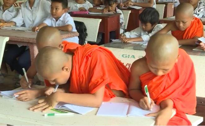 Các chùa Khmer dạy chữ Khmer trong dịp hè