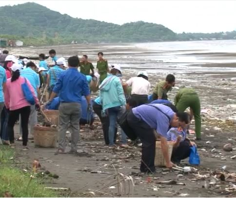 Mít tinh hưởng ứng tuần lễ biển và hải đảo VN