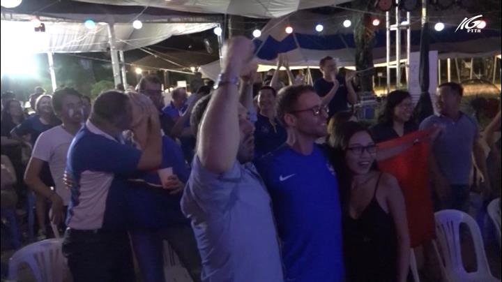 Người Pháp tưng bừng mừng vô địch World Cup 2018