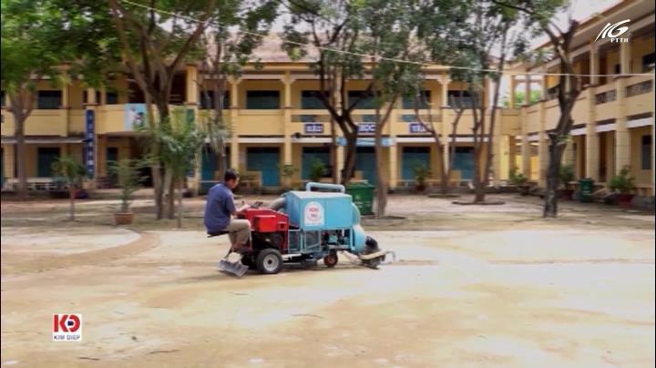 Độc đáo chiếc máy hốt rác làm đẹp sân trường