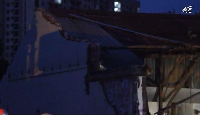 Sập tường nhà, một người bị đè trọng thương