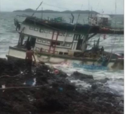 Cứu hộ thành công tàu cá và 9 ngư dân bị chìm