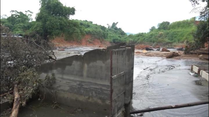 Hàng chục hộ dân bị ảnh hưởng do vỡ đập bùn thải