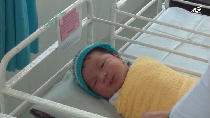 Bé gái sơ sinh nặng 3,8kg bị mẹ ruột bỏ rơi