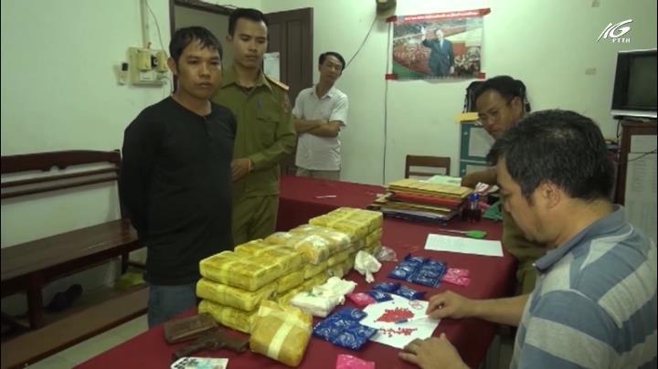"""Bắt """"ông trùm"""" vận chuyển 114.000 viên ma túy"""