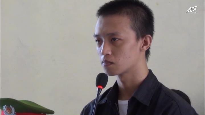 Nghĩ bị nhìn đểu, thanh niên chém người lĩnh 12 năm tù