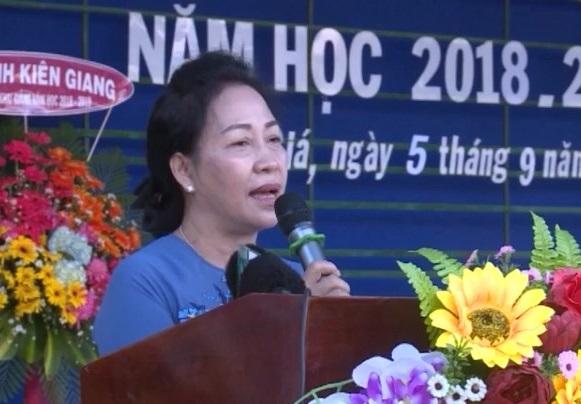Trường THPT Nguyễn Trung Trực khai giảng năm học mới