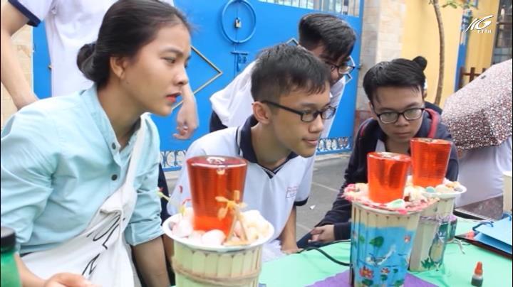 Tổ chức hội chợ khoa học cho học sinh bán hàng