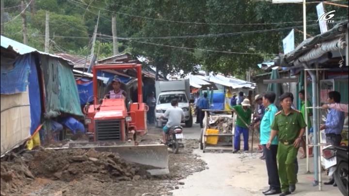 Tháo dỡ hơn 40 hàng quán xây dựng trái phép