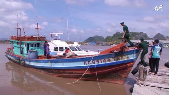 Mua bán dầu trái phép trên biển Kiên Giang