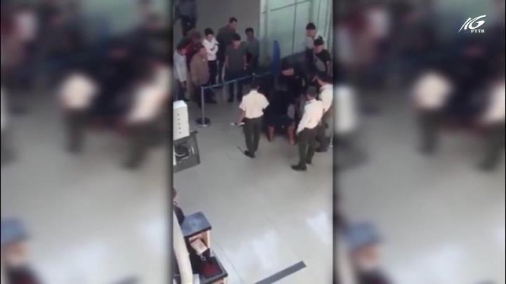 Sẽ cấm bay 3 người hành hung nhân viên