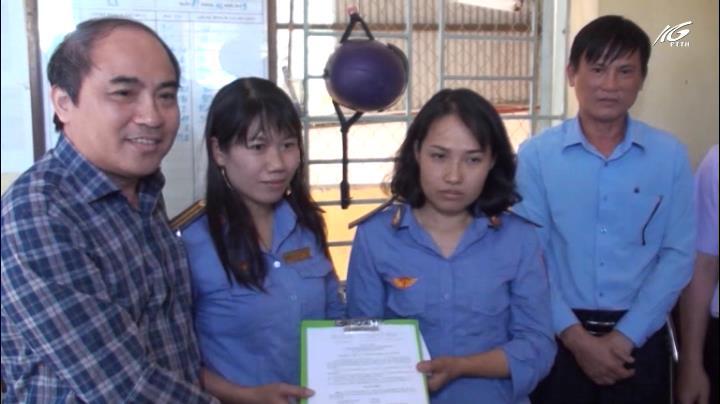 Khen thưởng 2 nhân viên gác chắn cứu người