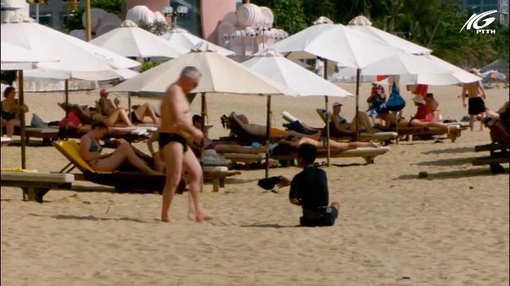 Ăn xin, hàng rong lan tràn trên bãi biển Nha Trang