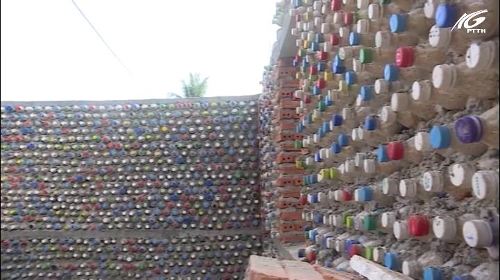 Xây nhà bằng hàng ngàn vỏ chai nhựa
