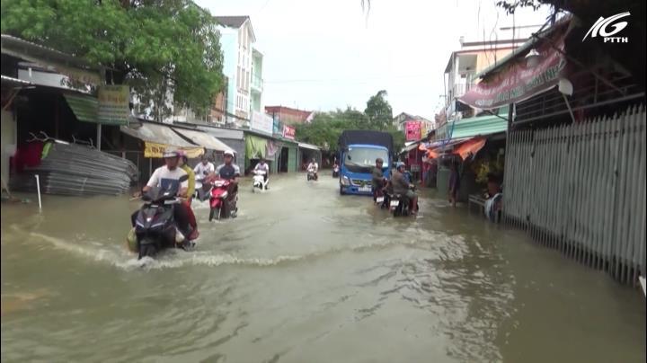 Sau trận mưa gây ngập lịch sử, nhiều nơi ở Phú Quốc vẫn còn ngập sâu