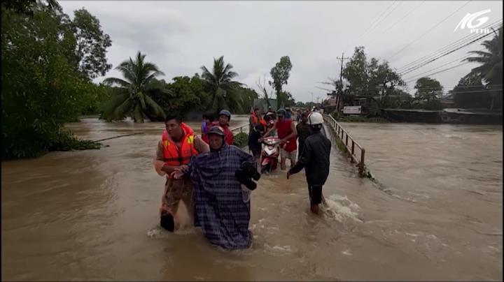 Công an nỗ lực giúp dân vượt qua thiên tai ở Phú Quốc