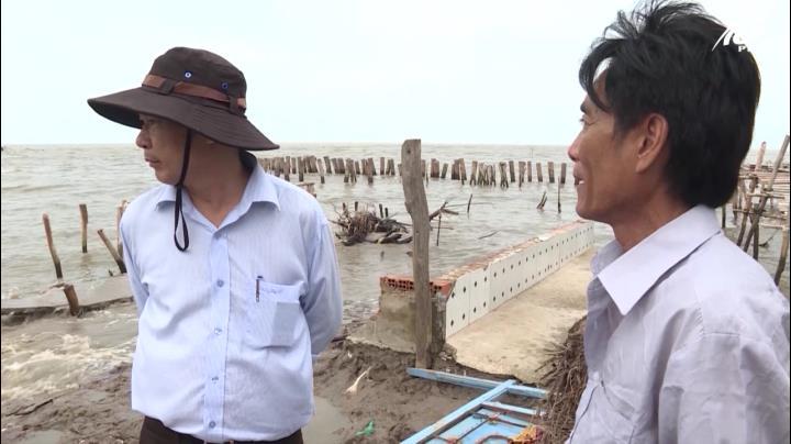 Ông Mai Anh Nhịn kiểm tra sạt lở ở An Minh