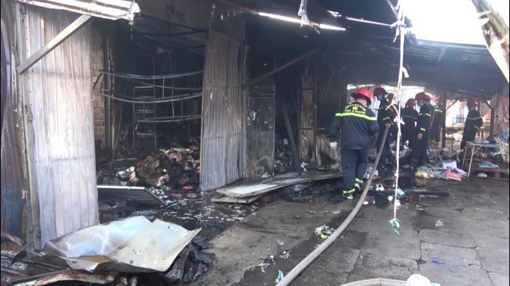 Cháy lớn uy hiếp khu dân cư ở Bình Định