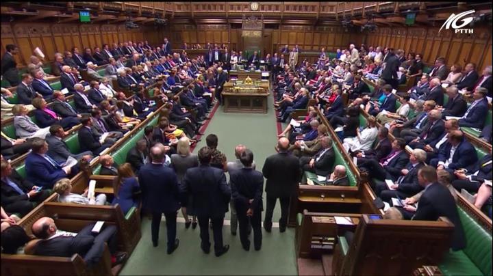Hơn 100 nghị sĩ Anh gây sức ép về Brexit
