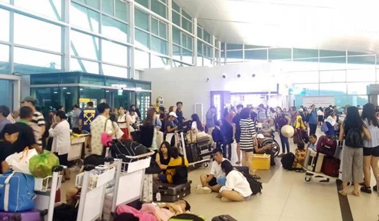 Sân bay Phú Quốc đóng cửa, hơn 1.500 khách mắc kẹt