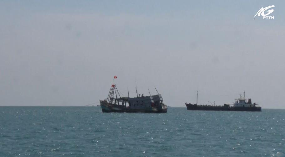 Bắt giữ 03 tàu sang mạn dầu trái phép trên vùng biển Tây Nam