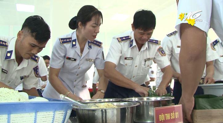 Cảnh sát biển 4 thi làm bánh chưng