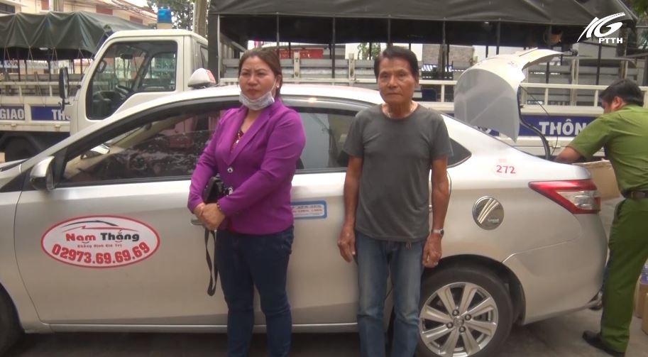 Tp. Rạch Giá: Bắt quả tang đôi nam nữ thuê taxi vận chuyển thuốc lá lậu