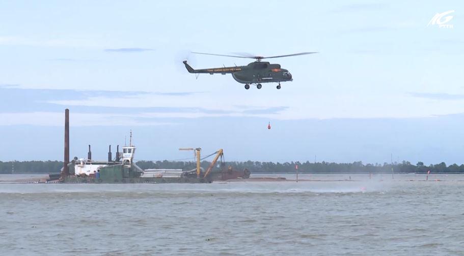 Trung đoàn không quân 917 thực hành bay huấn luyện trên biển