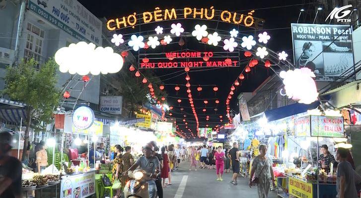 Phú Quốc: Sôi nổi hoạt động chợ đêm sau hơn 1 tháng mở cửa trở lại