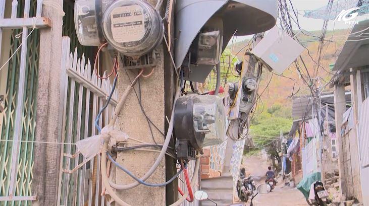 Tự kéo điện ở khu dân cư trái phép - nguy hiểm chực chờ