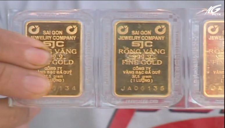 Giá vàng trong nước tăng giảm khó lường