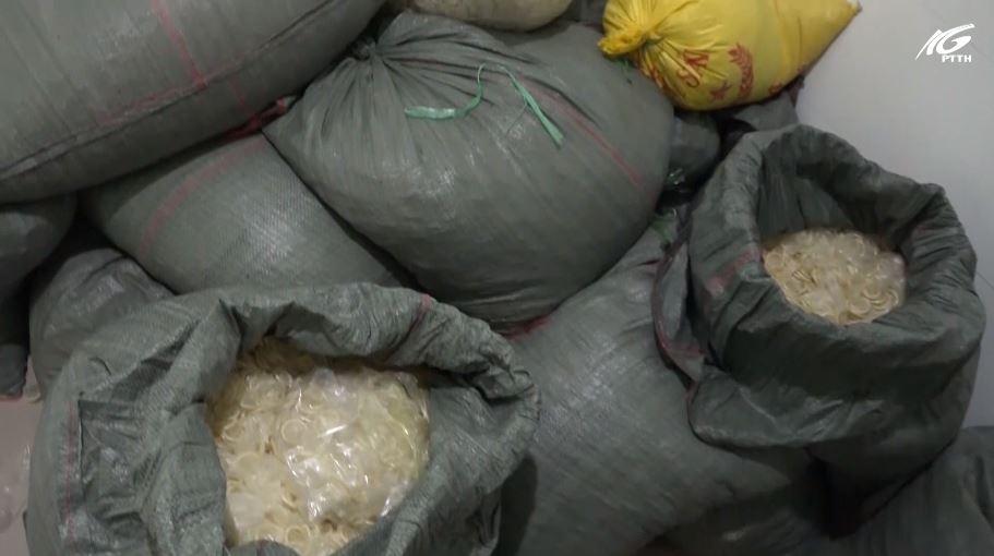 Cần xử lý nghiêm hành vi tái chế bao cao su