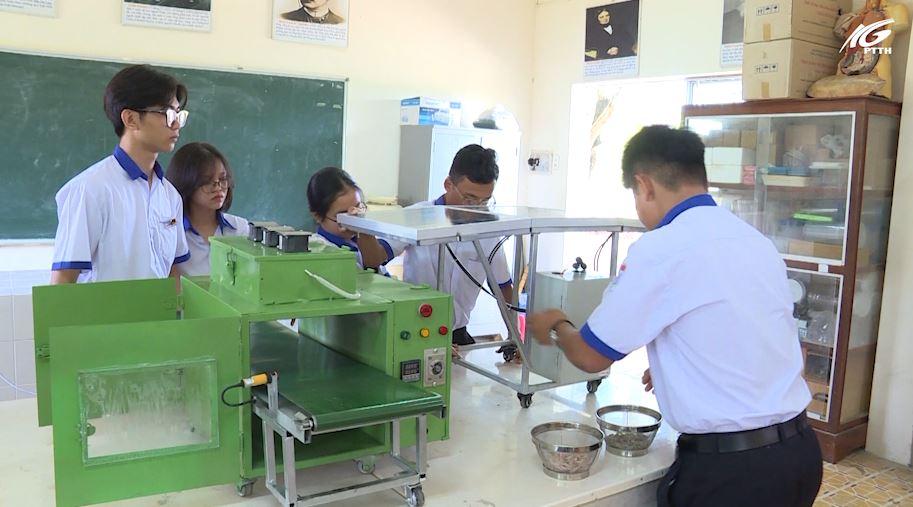 Huyện Kiên Lương: Máy sấy đa năng của nhóm học sinh trường THPT Ba Hòn