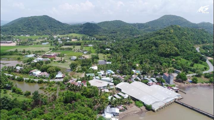 Bên bờ Vịnh Thuận Yên