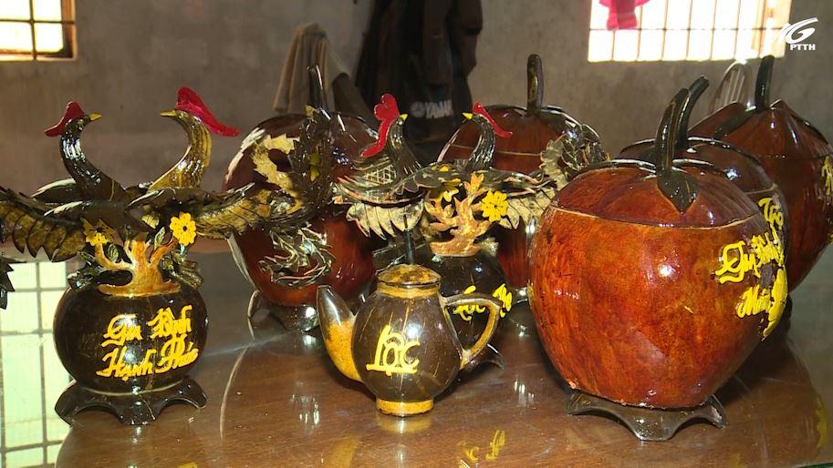 Chiếc vỏ bình trà dừa khô